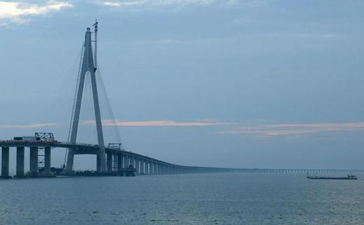 أطول جسر بحري في العالم Article_large_contactbridge