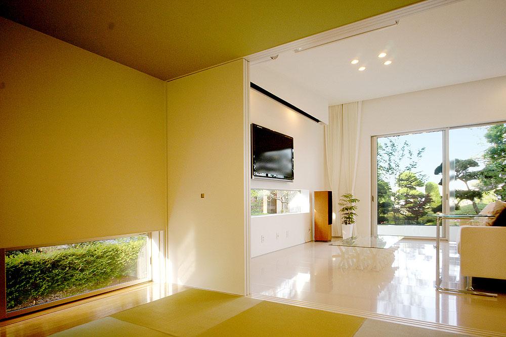 House with Glass Louvers, Japan / by StudioGreenBlue ...