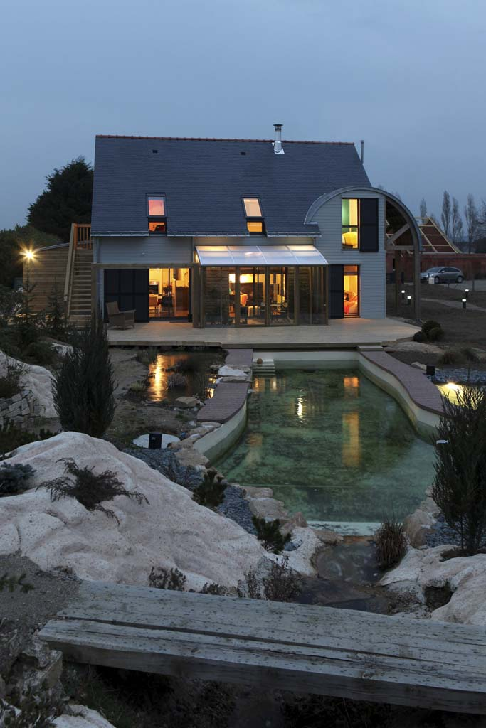 AN ORGANIC, BIOCLIMATIC HOUSE IN BRITTANY / By PATRICE BIDEAU