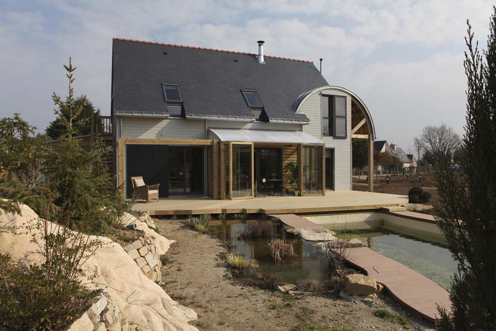 Perfect AN ORGANIC, BIOCLIMATIC HOUSE IN BRITTANY / By PATRICE BIDEAU