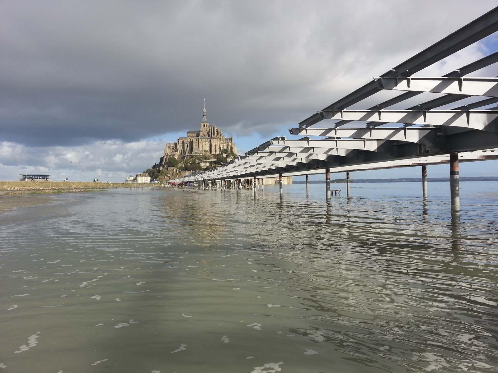 Le Mont-Saint-Michel becomes an island