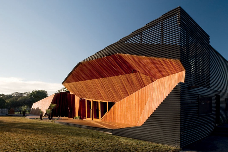 LETTERBOX HOUSE / by McBride Charles Ryan