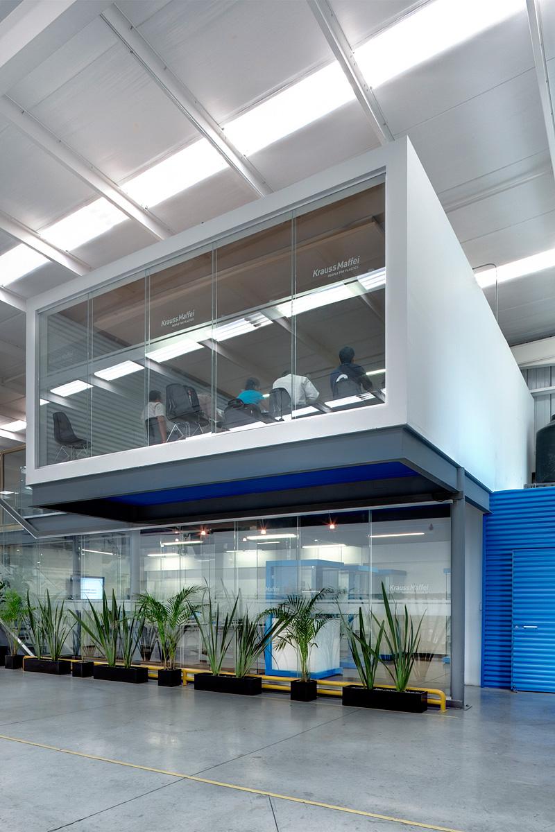 KM-QRO - Krauss Maffei Management and Operating Facilities, Querétaro / by casaPública