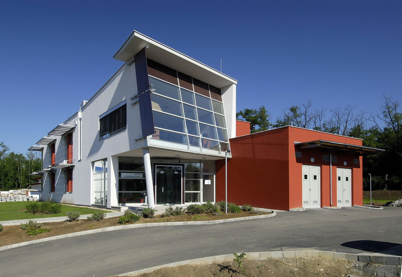 AMSY Head Office, Budaörs, Hungary / by Ferdinand and Ferdinand Architects